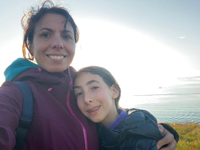 Con mia figlia sull'isolotto di Stykkisholmùr. Foto di Alessia Paionni