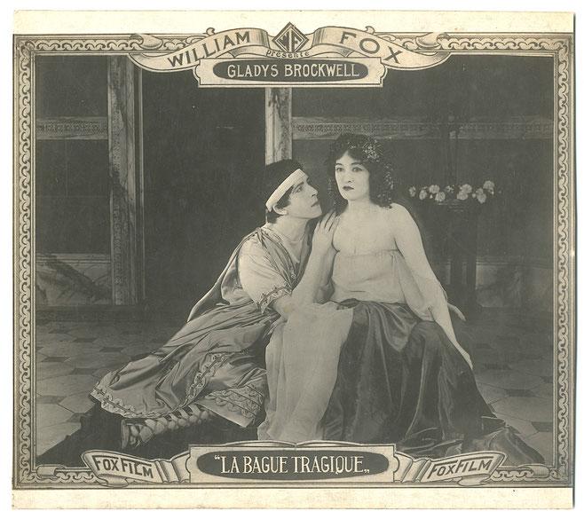 """Beispiel eines frühen William Fox Aushangfotos, Format ca. 18 x 20 cm """"La Bague Tragique"""" Frankreich 1921. Deutscher Titel: """"Der Magische Ring"""" US-Titel: """"A Sister to Salome"""" (1920)."""
