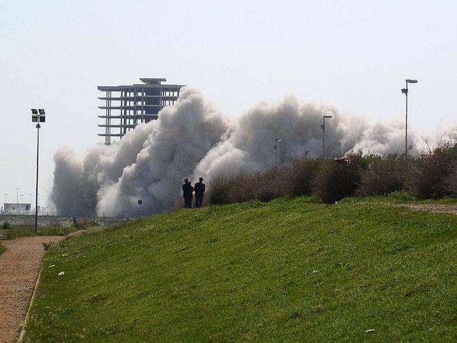 Demolizione Punta Perotti - foto di Giulia Riccio
