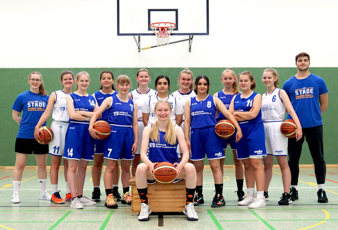 Die weibliche U16 und ihre Coaches in der Saison 2021/22. (Foto: Fromme)