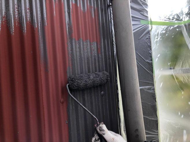 上石津町、大垣市、平田町、南濃町、海津町、養老町、輪之内町で外壁塗装工事中の外壁塗装工事専門店。上石津町上原で外壁塗装工事/中塗り作業中
