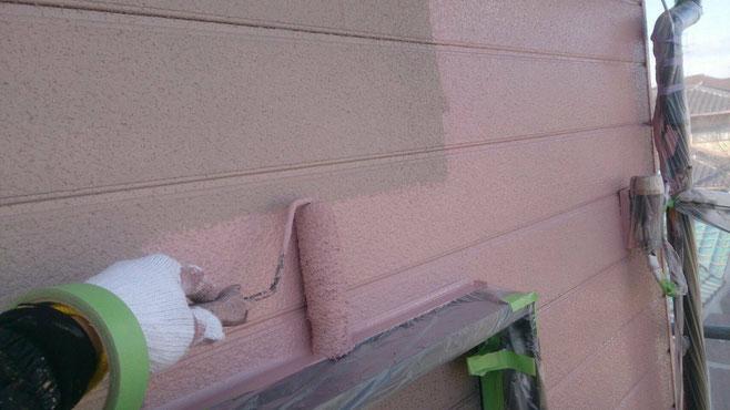 海津町、南濃町、平田町、養老町、祖父江町、八開村、立田村、長島町で外壁塗装工事中の外壁塗装工事専門店。弥富市佐古木で外壁塗装工事/中塗り作業中