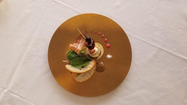 乗船のお客様はこんな素敵なコース料理を食べたらしいですよ♪素敵✨(私たちは唐揚げ弁当が支給されましたw)