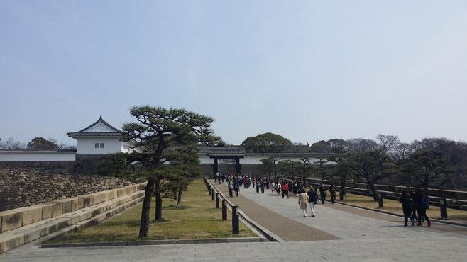 初めてみる大阪城!!すごい迫力でした!!