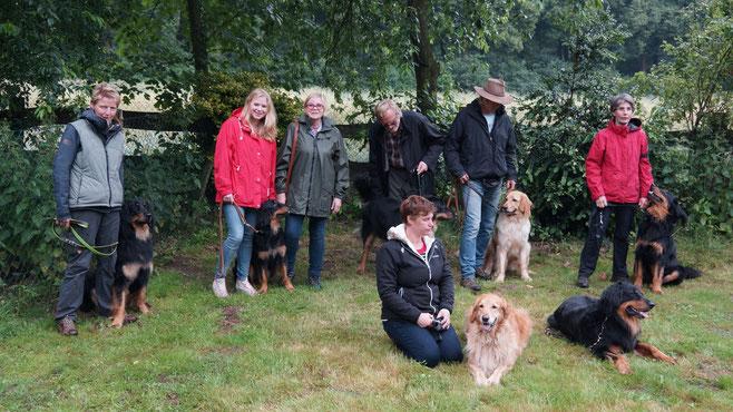 hinten, von links: Bjarny, Bera, Bastian, Booker, Baki; vorne: Mama Thaler und Papa Booker