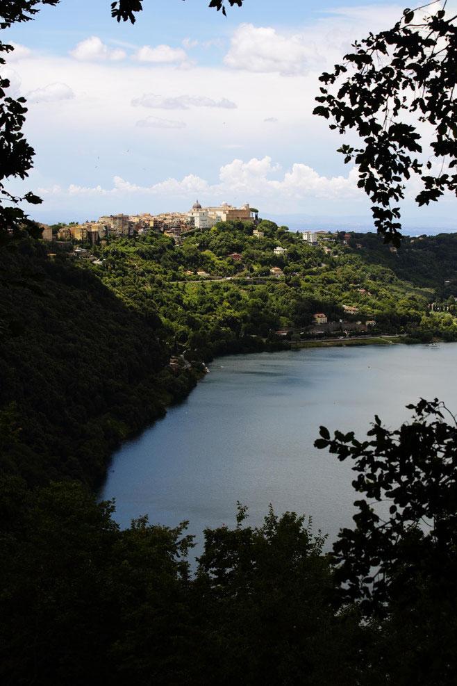 Il lago Albano e Castel Gandolfo ©Danluc