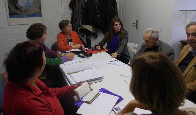 Mlle Agathe Jagerschmidt  explique aux 8 membres du conseil d'administration des Amis du Musée ses projets pour 2015.