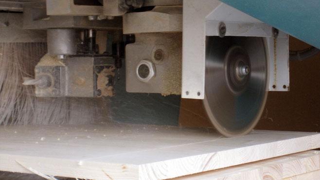 Unser Maschinenpark ermöglicht eine fachmännische und professionelle Holzverarbeitung.