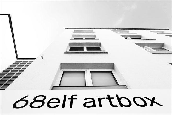 68elf artbox ist ein kubischer Kunstraum für Einzelpositionen. Das große Schaufenster gewährt immer Blickkontakt.