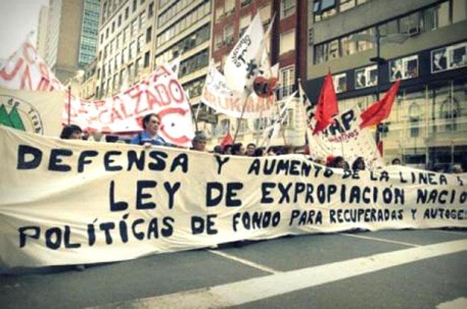 Arbejdere fra selvforvaltede virksomheder demonstrerer i Buenos Aires imod regeringens repressive tiltag