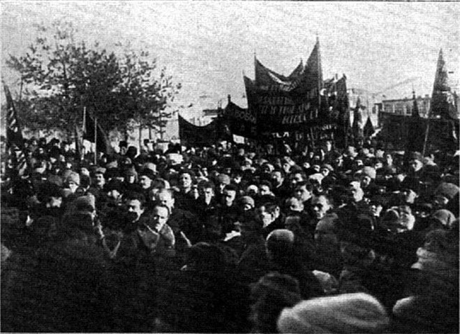 Den russiske anarkist Pjotr Kropotkins begravelsesoptog Moskva, d. 13. februar 1921. Dette var den sidste legale demo af de russiske anarkister. Titusinder deltog heri, deriblandt Alexander Bergman, Emma Goldman, Vsevolod Volin, Grigori Maximoff, ...