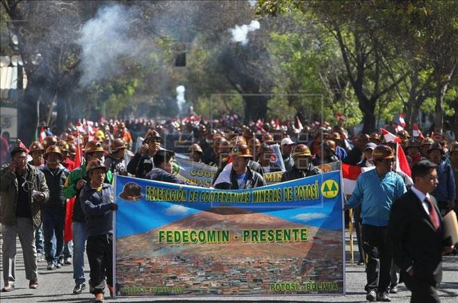 Demonstrerende minearbejdere i La Paz i slutningen af juli 2015