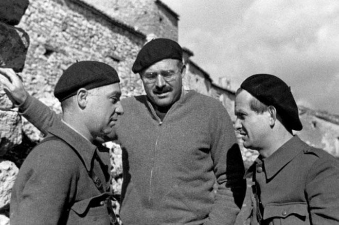 Ilya Ehrenburg, Gustav Regler (th) og Ernest Hemingway,  Spanien 1937