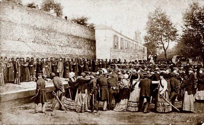 Kommunarderne henrettes på Pere Lachaise - kirkegården