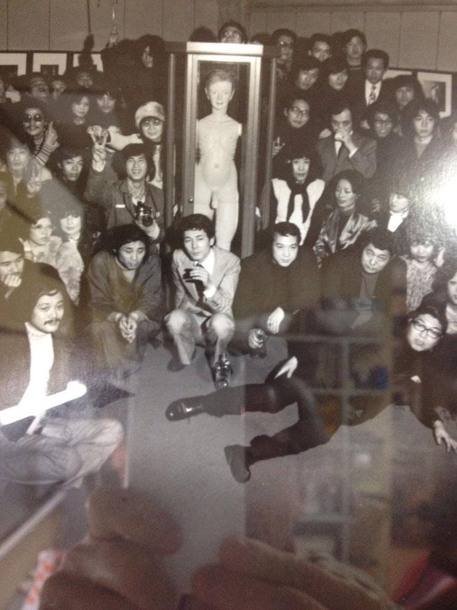 細江英公『10人の写真家による被写体四谷シモン展』1972年 四谷シモンのTwitterから