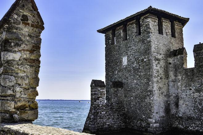 La Rocca scaligera sul lago