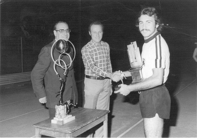 1975-76 Trofeo Emiliani Simoniello premiato da Emiliani e Cavalcanti