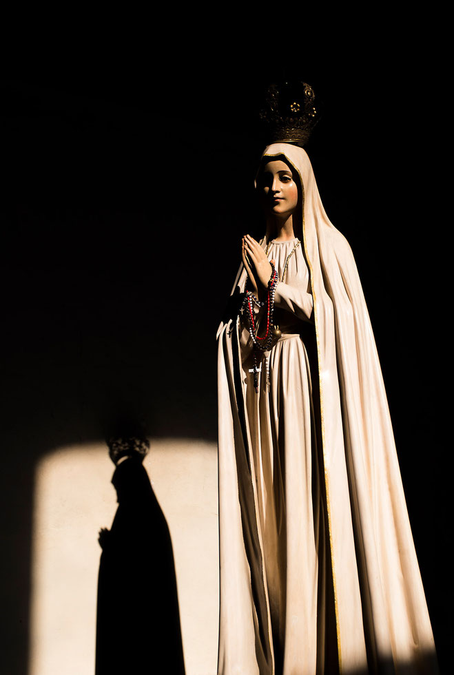 Maria statue illuminated with shadow in a church in San Cristobal, Chiapas, Mexico, 1224x1820px