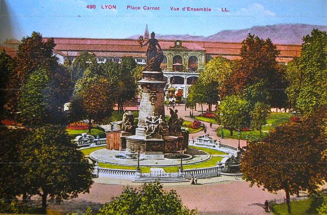 Statue de la République place Carnot avant 1975 (source : Archives Métropolitaines et Départementales du Rhône)