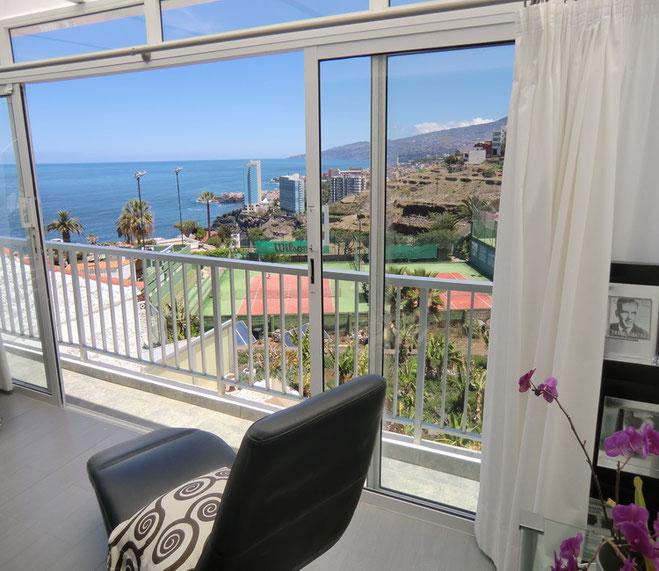 Relaxsessel im Wohnzimmer der Penthauswohnung Anna Maria in La Longuera auf teneriffa