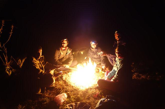 Soirée autour du feu avec Aziz