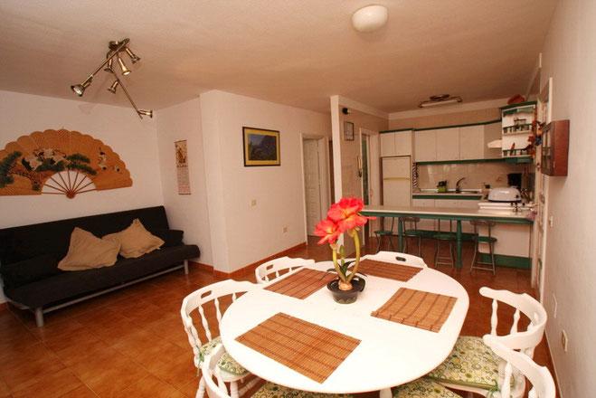 Blick Wohnraum - Küche