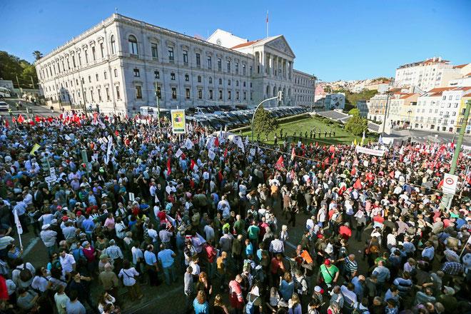 Fagforeningsdemo mod nedskæringer foran det portugisiske parlament, november 2016.