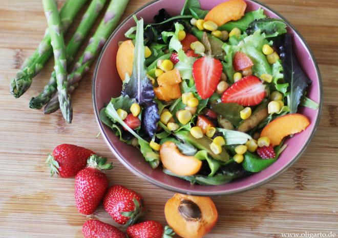 Leichter Salat mit Obst und Gemüse Oligarto Blogzine Rezepte mit Olivenöl