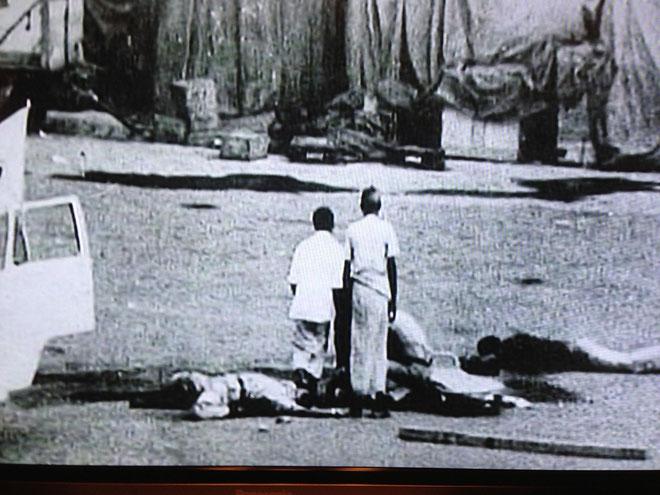 日本赤軍によるハイジャック事件後に起きたバングラデッシュ政府反乱軍のクーデターによる衝撃の場面である