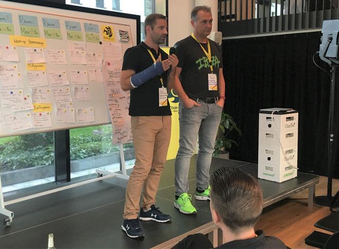 freaky finance, Geldchallenge, Optionshandel, Finanzbarcamp 2019, Finanzblog Award 2019, 2 Männer auf einer Bühne, Vortrag