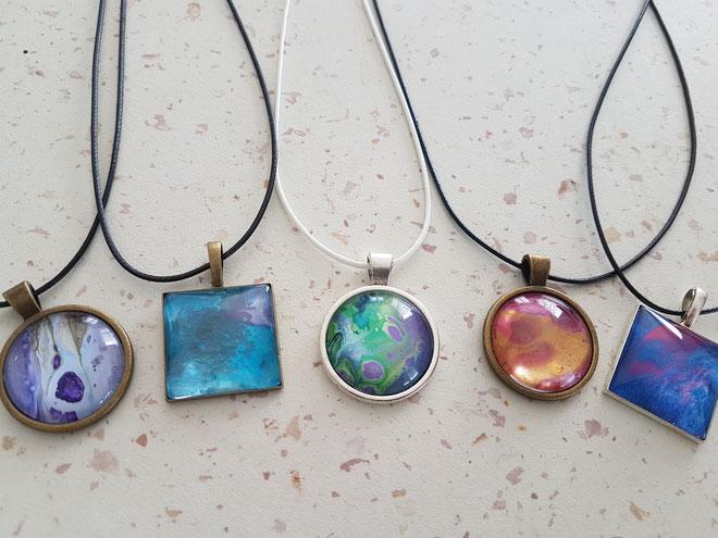 collier-fantaisie-pendentif-cabochons-audrey-chal-royan-artiste
