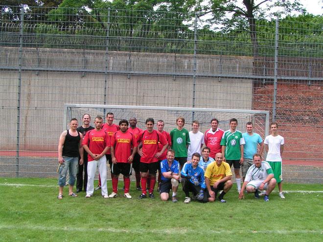 Wolfenbütteler und Wolfsburger Freizeitfußballer stellen sich dem Fotografen