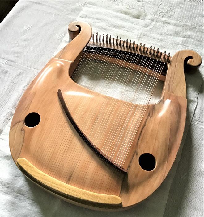 竪琴 ライアー てるる詩の木工房 てるる 41弦 39弦 leier lyre アーチトップ 竪琴制作・販売 最高級モデル うたを歌う コンサートライアー クロマチックライアー