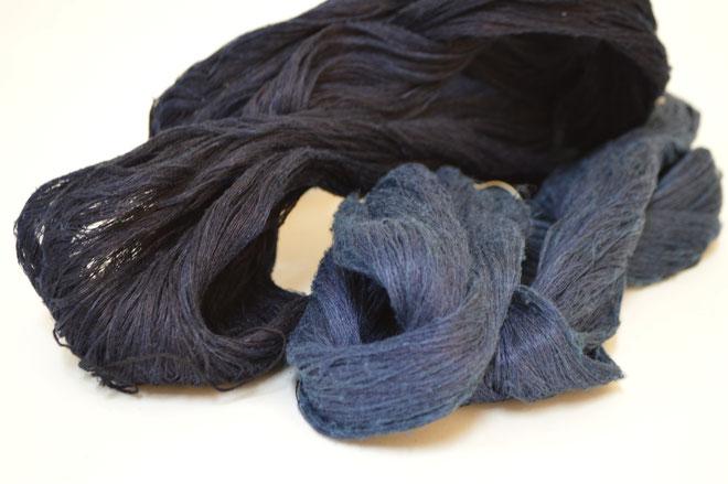 手紬糸を本藍染で染めた横糸です