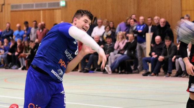 Mit diesem Siebenmeter sorgte Jannik Huspenina 27 Sekunden vor Schluss für den alles entscheidenden Treffer beim 26:25-Erfolg gegen den TSV Amicitia Viernheim