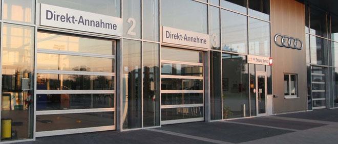 Panorama Sektionaltor großflächig verglast für Autohäuser und Ausstellungen ideal