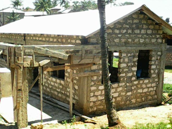 Der Rohbau für die ersten Klassenräume der Grundschule ist abgeschlossen