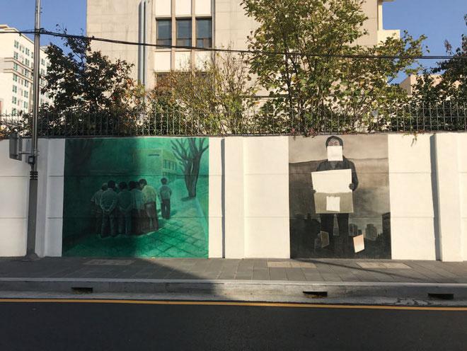 盧瑗喜 〈道で〉 1980 年( 左) 〈言葉のはじまり〉 2015 年( 右)