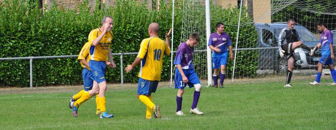 L'équipe B n'a pas à rougir de son match malgré la défaite. Buteurs : Franck (1-0); Jumbat (2-0, 3-2) . A noter la blessure de Jérome dans les buts sur sa parade décisive sur penalty.