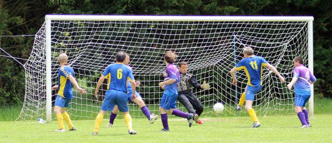 La B termine la saison sur un match nul où les Bisons ont buté sur un gardien qui était dans un grand jour. Score final 0:0