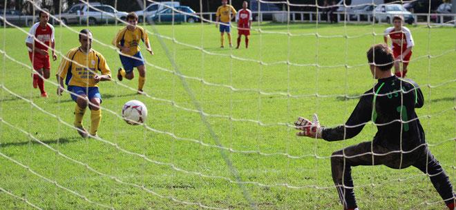 Déju transforme le pénalty (1-0) qui donnera la victoire aux Bisons qui s'offrent ainsi une belle victoire face au leader qui plus-est!