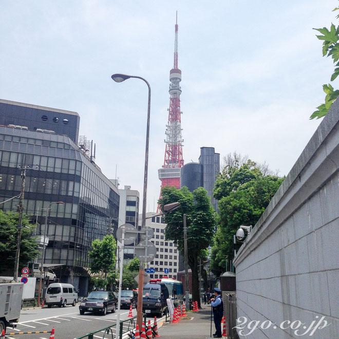 大使館は街宣車で一方的なことを大音量で言う方々の標的になりやすく、警備が厳重。東京タワーまで徒歩5分。