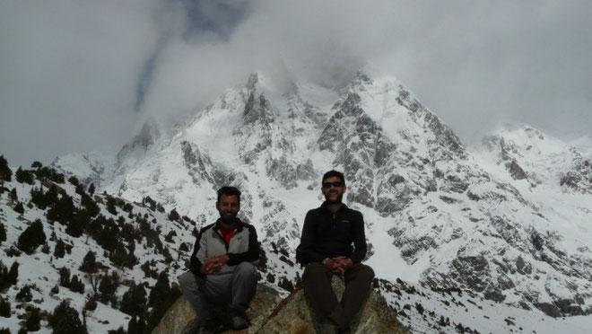 Au pied de l'imposante face sud du Nanga Parbat