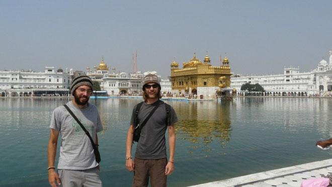 Autour du Golden Temple, il faut avoir la tete couverte, sympa le bonnet par 30C (He oui il fait chaud ici!)