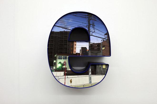 Daisuke Samejima / e / old neon sign, acrylic / 2014 / 46 × 38 × 17 cm