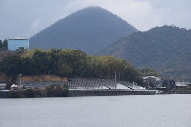 うさんこやま未来発電所(高松市国分寺町新名1556-1/敷地面積:2189m2/システム容量273kW)
