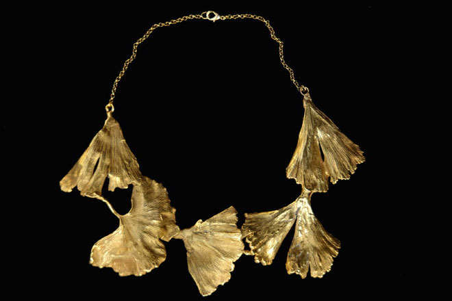 Collier feuille de gingko, cuivre doré à l'or fin