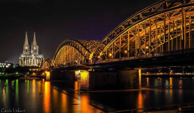 Der Kölner Dom und die Hohenzollernbrücke am Rhein