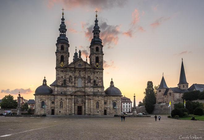 Der Dom von Fulda mit riesigem Platz davor