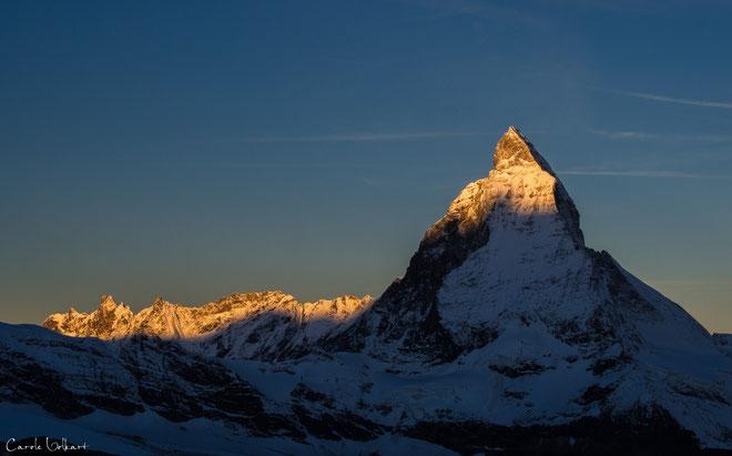 nochmals 20 Minuten später dann die ersten Sonnenstrahlen, die das Matterhorn und die umliegenden Bergketten anleuchteten
